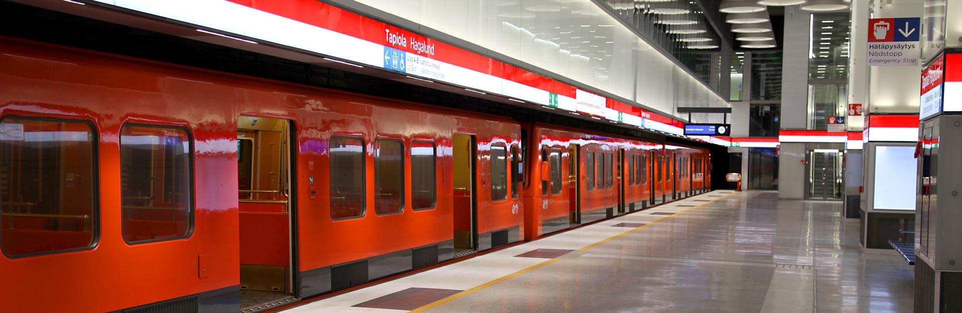 A metro standing at Tapiola metro station.