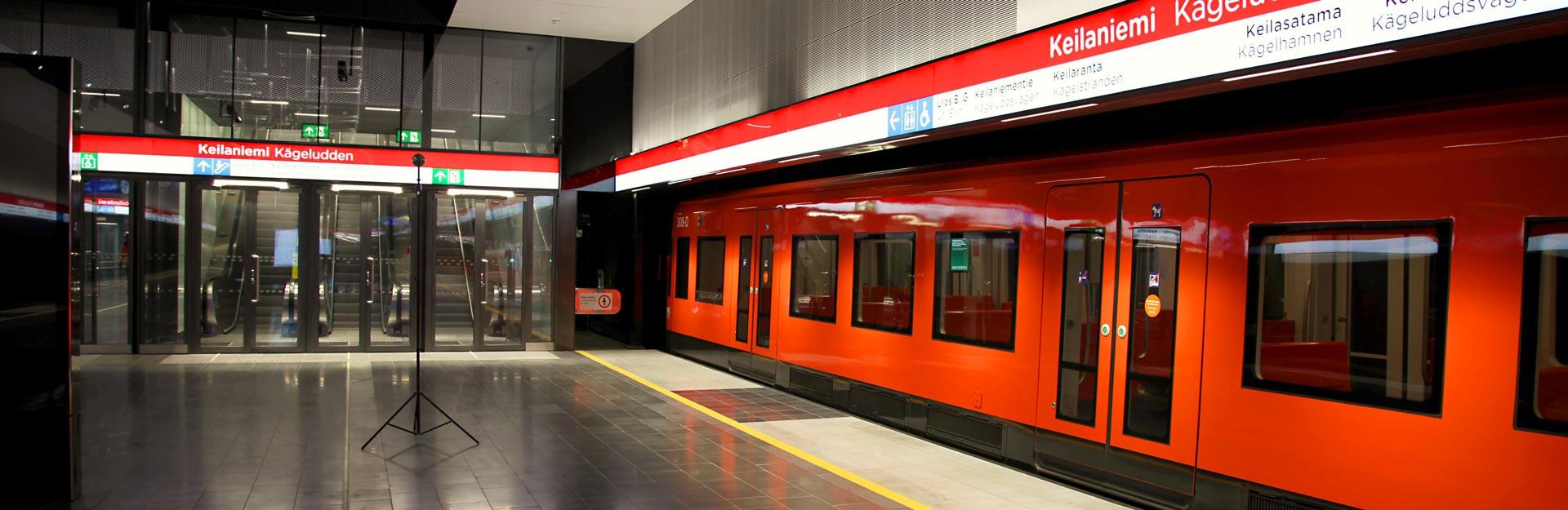 En tom tunnelbana vid Kägeluddens metrostation.