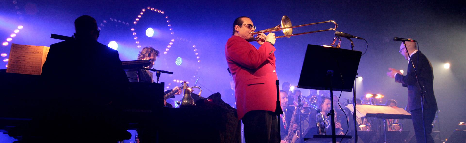 Orkesteri soittamassa April Jazz tapahtumassa